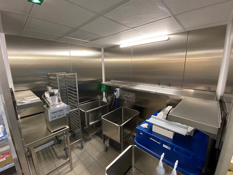 NEUF - Realisation de la cuisine brasserie-concert dans un batiment neuf – 350 m² de panneaux 2